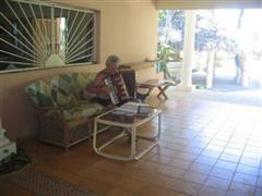 Les playing accordion